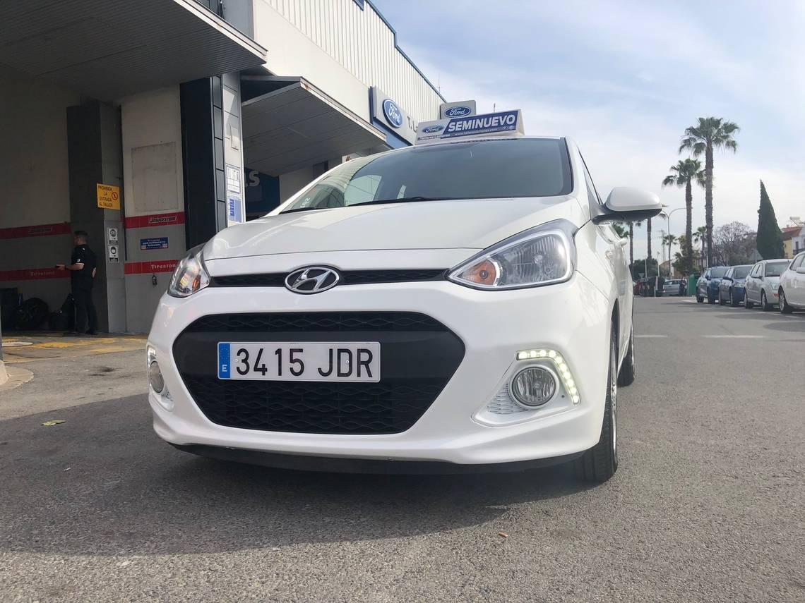 Hyundai i10 ocasión segunda mano 2015 Gasolina por 6.000€ en Sevilla