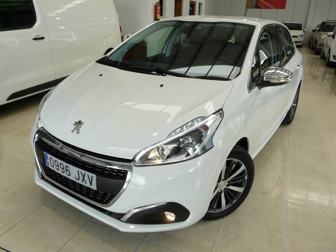 Peugeot 208 ocasión segunda mano 2017 Gasolina por 10.899€ en Málaga